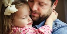 قصة-حنان-ودفء-طفلة-فقدت-والدتها-بسبب-السرطان،-شاهد-ماذا-فعل-والدها-1194804_-_Copy.jpg