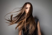 Brunette-model-with-windy-hair-651x434.jpg