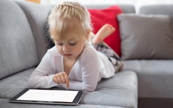 كيفية تربية طفل غير متعلق بالأجهزة الإلكترونية