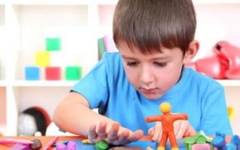علامات تكشف ذكاء طفلك وهو في سن صغيرة