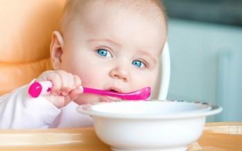 الأطعمة النيئة والمدخنة تهدد الطفل الرضيع بالتسمم الغذائي