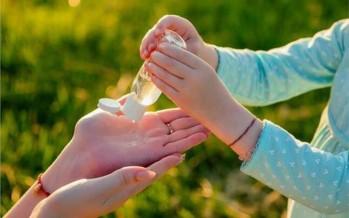 استخدام جل تعقيم اليدين مفيد ولكن قد يسبب الصداع والعمى!