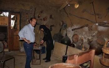 منير كسرواني في متحفه الخاص