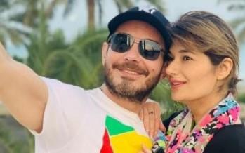 أحمد زاهر يحتفل مع زوجته ويوجه رسالة لها بمناسبة عيد الحب..