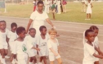 أحمد زاهر يكشف كواليس صورته خلال مرحلة الطفولة بأحد الملاعب النيجيرية