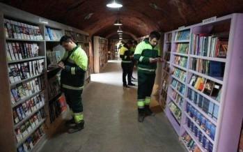 عمال النظافة بأنقرة قاموا بتجميع الكتب المرمية وأنشأوا مكتبة
