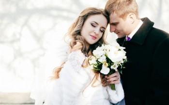 بالصور :لعروس الشتاء.. هذه أجمل فساتين الزفاف بأكمام طويلة للعام المقبل