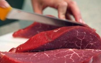اللبناني يأكل لحم