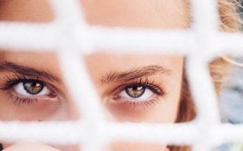نصائح للعناية بالمنطقة الرقيقة حول العينين
