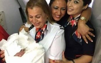 ماذا يحدث إذا أنجبت المرأة في الطائرة؟
