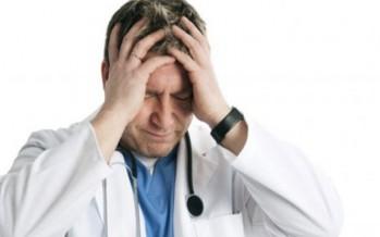 مرض مجهول يحير الأطباء.. طفلة تعرق دماً!