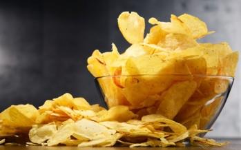 البطاطس المقرمشة القاتلة.. حذار من السم اللذيذ