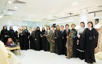 وفد من سيدات أعمال كازخستان يشدن بالمصممة العالمية منى المنصوري