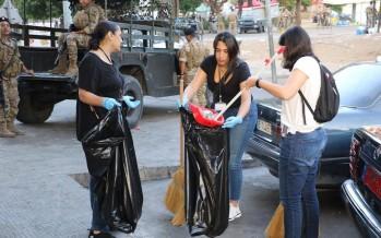 تنظيف منطقة دوار ايليا من قبل مدرسة الانجلية تضامنا