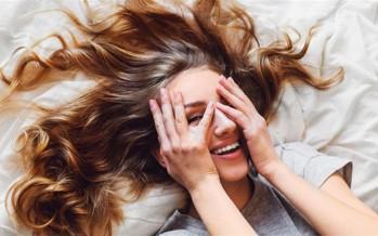 الضحك قد يودي بحياتك.. السبب مرض غريب ونادر!