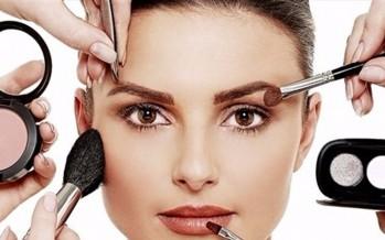 كيف تزيلين مساحيق التجميل بالطريقة الصحيحة