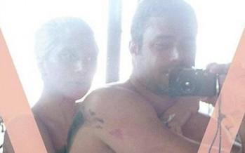 بالصور: ليدي غاغا وحبيبها عاريان