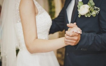 عروس عاشت أسوأ لحظات حياتها... سيّدة اقتحمت حفل زفافها بالفستان الأبيض