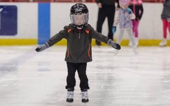 حادثة مؤلمة... طفل خسر أجزاء من أصابع يده أثناء التزلج على الجليد