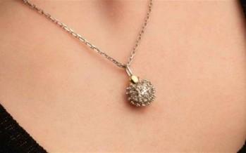 شركة مجوهرات روسية تصنع قلادة فيروس كورونا