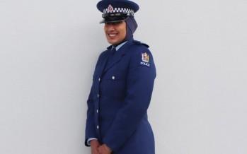 أول ضابطة شرطة في نيوزيلندا ترتدي حجابا مصمما خصيصا لزيها الرسمي
