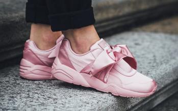 أحذية سنيكرز باللون الوردي نسيقها مع أزيائك العملية في شهر أكتوبر