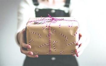 الإهتمام بالعلاقات الإجتماعية في موسم الأعياد من خلال تبادل الهدايا والزيارات