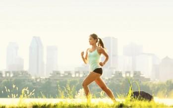 ممارسة الرياضة بانتظام لمدة 30 دقيقة يوميًا في منتصف العمر، يمكن أن تقي من خطر الإصابة بأمراض القلب..