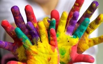 تلاوين الاطفال تسبب الحساسية وتحتوي على مواد سامة للكبد!