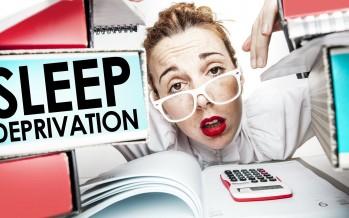 أظهرت الأبحاث الجديدة أن الحرمان من النوم قد يزيد من خطر الإصابة بمرض الزهايمر.