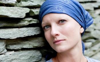 الماكياج الدائم يعيد النضارة والجمال لمريضات السرطان.. كيف؟!