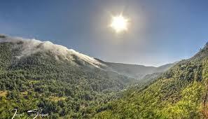 شلالات الغيوم تزيد سحر وادي عودين سحراً