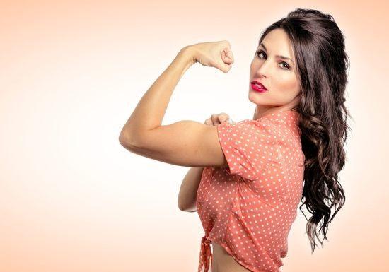 إذا كنت تتمتعين بهذه الصفات فأنت امرأة قوية وملفتة للنظر!