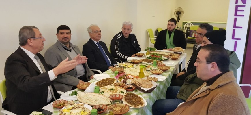 السيد محمود القيسي يقيم حفل افطار