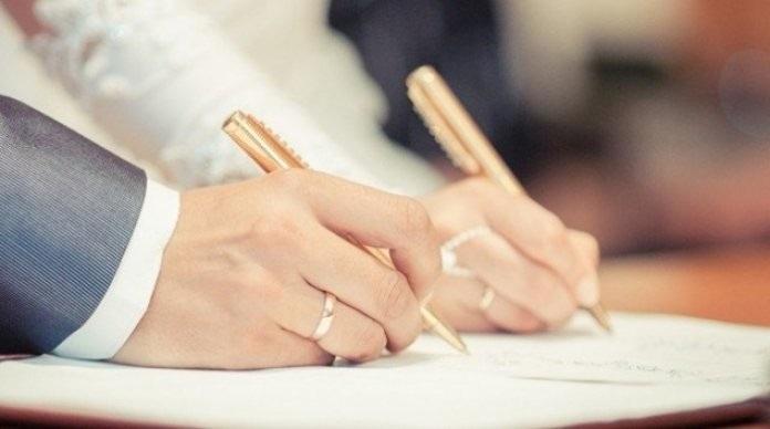الزواج يشعرك بالسعادة.. خصوصًا في هذه الفترة من العمر