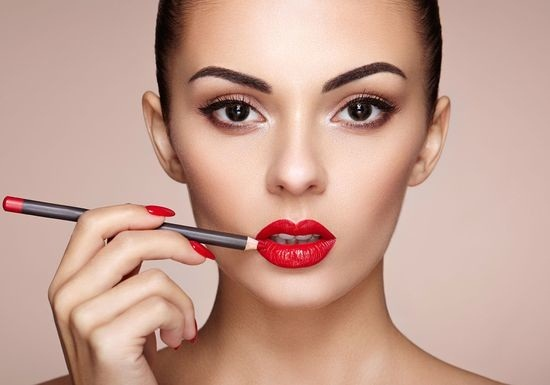 خطوات ماكياج لتصغير الفم الواسع وإبراز الشفاه
