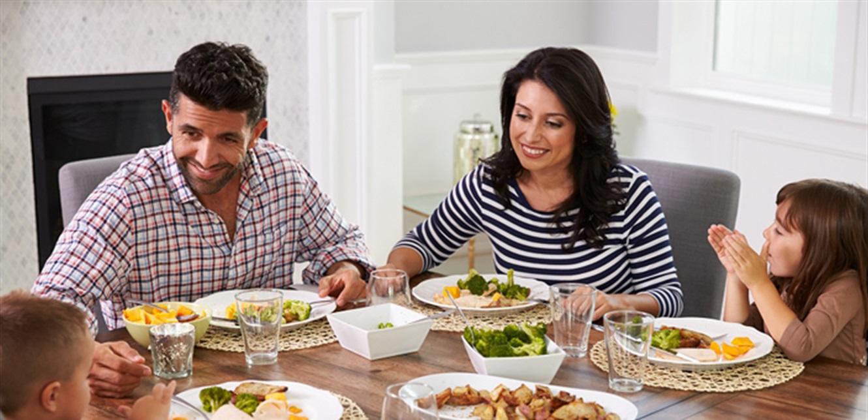 5 قواعد تساعدك على حماية وقت الوجبة العائلية
