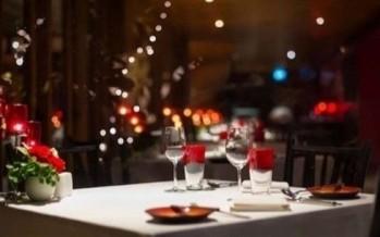 الإضاءة الرومانسيّة قد تجعل مذاق الطعام أسوأ