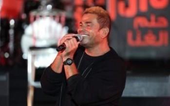 عمرو دياب يحتفل بشركاء المشوار في حفل
