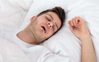 النوم بفم مفتوح يُلحق الضرر بالصحة