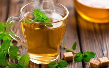 ماذا يحدث لجسمك عند شرب الشاي الأخضر يوميا؟