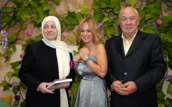 سيما الزين وقعت كتابهاconstant state of blushing