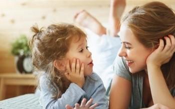 كيف تساعدين الطفل قليل الكلام على التحدث عن يومه ؟