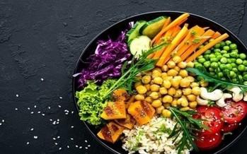 اتباع نظام غذائي نباتي يخفف من أعراض انقطاع الدورة الشهرية