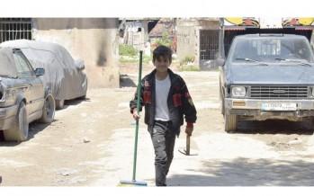 في بقعةٍ منسيّة مهمّشة في مدينة طرابلس  ساكنٌ بين المقابر يحلم: أنا الدكتور شادي