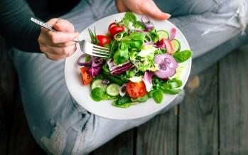 دراسة: تناول الخضروات الورقية يؤخر الشيخوخة بمعدل 11 عام