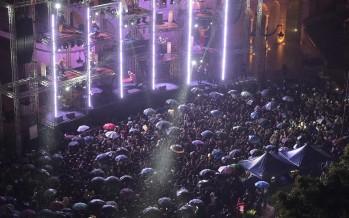 «ست الدنيا» تراقص النجوم ليلة رأس السنة الحريري يفاجئ المحتفلين: هذا ما يليق بكم