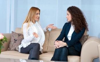 5 أنواع من الصديقات تهدد علاقتك الزوجية