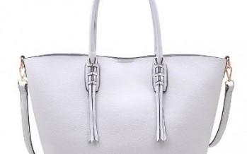 الحقيبة البيضاء.. إكسسوارك المثالي لفصل الصيف