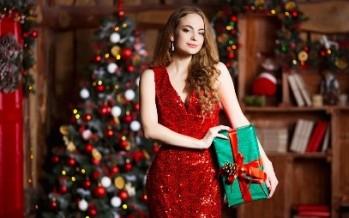 أجمل صيحات الفساتين المناسبة لسهرات أعياد الميلاد
